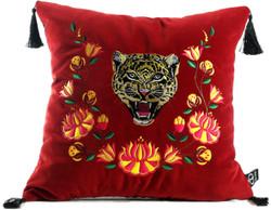 Casa Padrino Luxus Deko Kissen mit Troddeln Tiger Rot / Mehrfarbig 45 x 45 cm - Feinster Samtstoff - Luxus Qualität