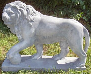 Casa Padrino Luxus Deko Skulptur Löwe mit Ball links Grau 75 x 22 x H. 58 cm - Prunkvolle Gartendeko – Bild