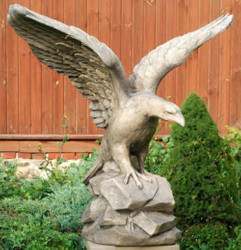 Casa Padrino Garden Decoration Sculpture Bald Eagle 110 x 56 x H. 108 cm - Garden Terrace Decoration Accessories - Special!