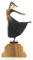 Casa Padrino Luxus Bronzefigur Tänzerin Mehrfarbig / Beige 26 x 9 x H. 46,9 cm - Dekofigur