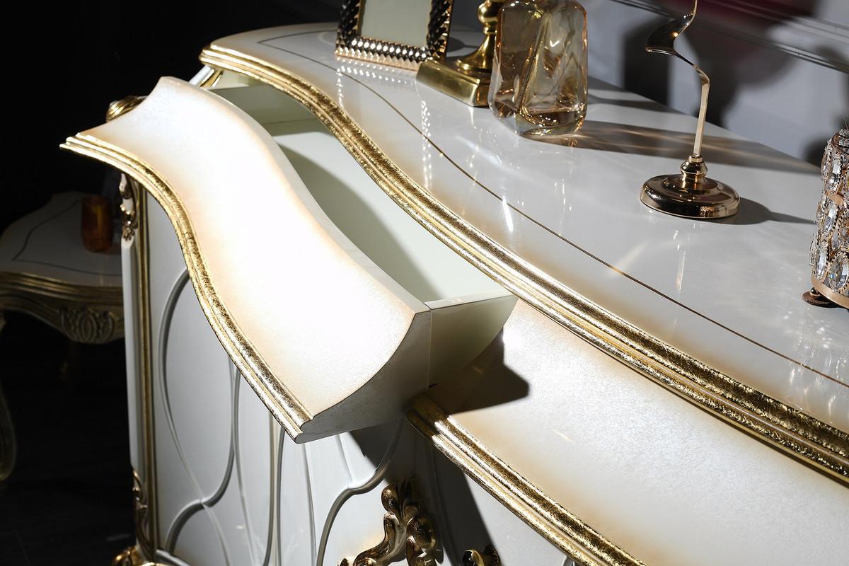 Casa Padrino Luxus Barock Wohnzimmer Set Weiss Antik Gold Prunkvolle Barock Kommode Und 3 Wandspiegel Barockmobel