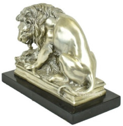 Casa Padrino luxury bronze figure with marble base lion with booty silver / black 26 x 10 x H. 20 cm - Silvered Bronze Sculpture