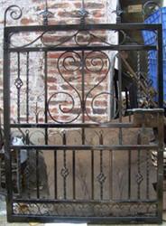 Casa Padrino Jugendstil Eingangstor Antik Schwarz 111 x H. 159,5 cm - Gartentor - Metalltor - Barock & Jugendstil Garten Accessoires