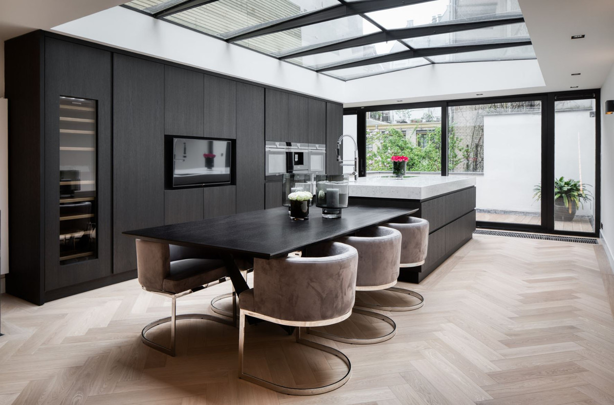 Casa Padrino luxury dining table black 9 x 9 x H. 9 cm   Rectangular  kitchen table with solid wood table top   Luxury dining room furniture
