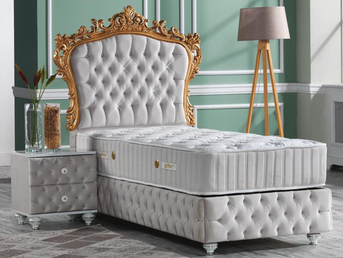 Casa Padrino Barock Schlafzimmer Set Grau Weiss Silber Gold Prunkvolles Einzelbett Mit Nachttisch Schlafzimmer Mobel Im Barockstil
