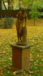 Casa Padrino Jugendstil Skulptur Venus mit Apfel Antik Stil Moosgrau 27 x H 94 cm Antikstil - Barock Gartendeko - Schwer und Massiv