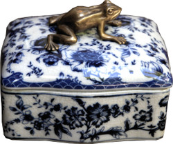 Casa Padrino baroque jewelry box with lid blue white antique style with brass frog 13.5 x 11 x H. 10.5 cm - porcelain decoration in baroque style jewelry box