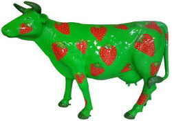 Casa Padrino designer garden decoration sculpture cow with strawberry design green / red  210 x 55 x H. 147 cm - Huge weather-resistant decorative figure - Life-size animal figure