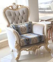 Casa Padrino Luxus Barock Sessel Grau / Blau / Weiß / Gold 93 x 73 x H. 120 cm - Prunkvoller Massivholz Wohnzimmer Sessel mit elegantem Muster und dekorativem Kissen - Barock Wohnzimmer Möbel