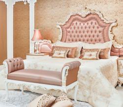 Casa Padrino Luxus Barock Doppelbett Rosa / Weiß / Creme / Kupferfarben 200 x 200 x H. 200 cm - Edles Massivholz Bett mit Kopfteil - Prunkvolle Schlafzimmer Möbel im Barockstil