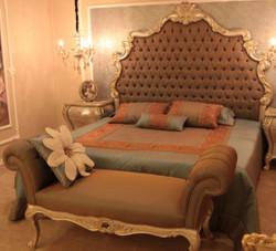 Casa Padrino Luxus Barock Doppelbett Braun / Silber / Gold 230 x 200 x H. 220 cm - Edles Massivholz Bett mit Kopfteil - Prunkvolle Schlafzimmer Möbel im Barockstil