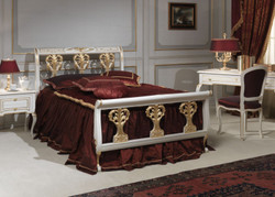 Casa Padrino Luxury Baroque Double Bed White / Gold 208 x 229 x H. 114 cm - Hand-Carved Solid Wood Bed - Magnificent Bedroom Furniture - Hotel Furniture - Luxury Quality - Made in Italy 2