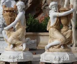 Casa Padrino Jugendstil Marmor Skulpturen Set Frauen mit Vasen Weiß / Beige 78 x 63 x H. 121 cm - Gartendeko Statuen - Luxus Hotel & Restaurant Deko
