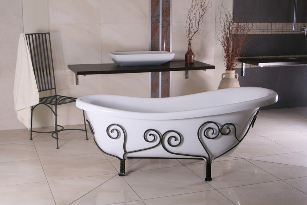 Vasca Da Bagno Antica : Vasca da bagno antica fotografia stock immagine di metallo