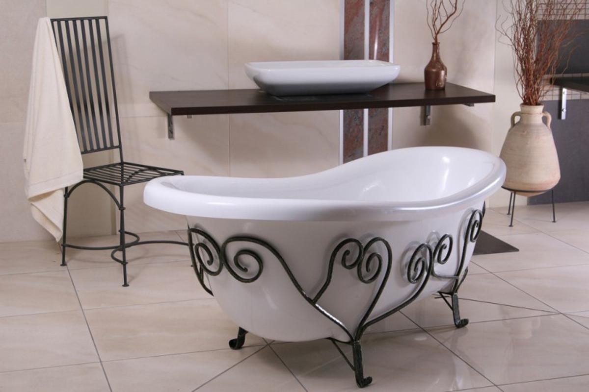 Vasche Da Bagno D Epoca : Rubinetto vasca da bagno d epoca e piastrelle di ceramica in