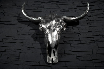 Designer Schädel Matador silber Longhorn Skull H 53 cm, B 63 cm, T 53 cm, edle Skulptur aus Aluminium, Edel & Prunkvoll