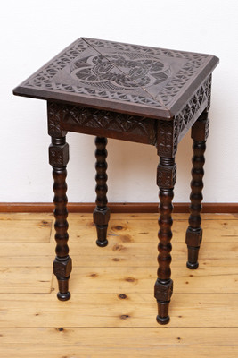 Carved Corner Table, Walnut, Victorian – Bild 1