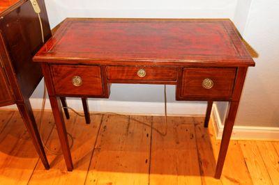 Intarsierter Schreibtisch, Mahagoni