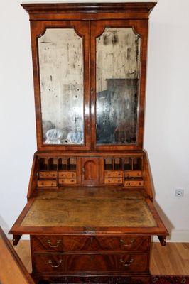 Queen Anne Style Bureau-Cabinet, Walnut, George III – Bild 2