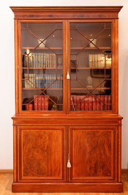 Inlaid Two Door Bookcase, Mahogany – Bild 1