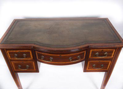 Inlaid Bowfront Writing Table; Mahogany, Edwardian, England ca. 1900 – Bild 2
