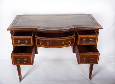 Inlaid Bowfront Writing Table; Mahogany, Edwardian, England ca. 1900 – Bild 5