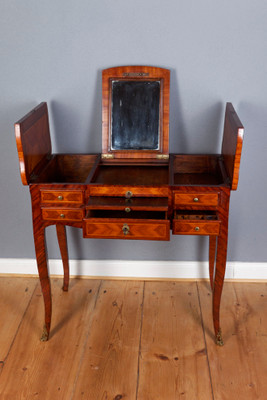 "A very rare ""Poudreuse"", Rosewood, original Louis XVI, France 2nd. Half of the 18th. Century; – Bild 2"