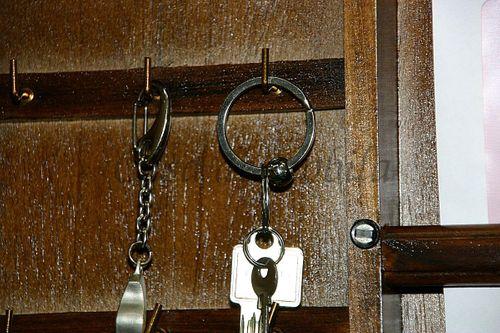 Schlüsselkasten braun nussbaum Farbe Schlüsselschrank mit Postablage Vollholz massiv – Bild 7