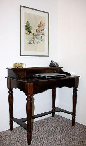 Italienischer Sekretär braun nussbaum Farbe Schreibtisch Konsolentisch Vollholz massiv – Bild 3