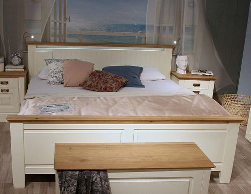 Doppelbett 160x200 hohes Fußteil Vollholz Bett Kiefer massiv creme Wildeiche geölt – Bild 1