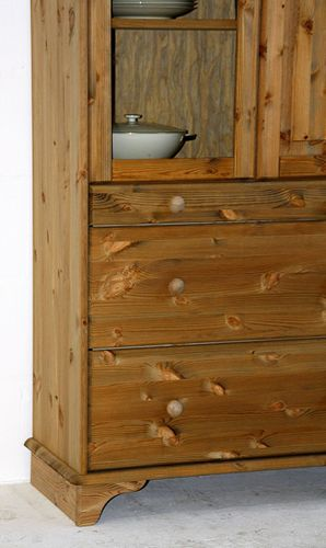 Vitrine Kiefer massiv Vitrinenschrank Landhaus Vollholz mit Sockel – Bild 9