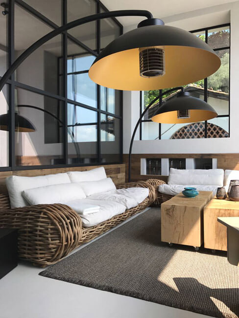 Ein stylisches Wohnzimmer mit Heizstrahlern
