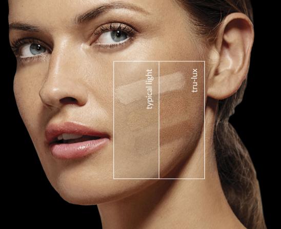 Vergleich Make-Up dank tru-lux Licht