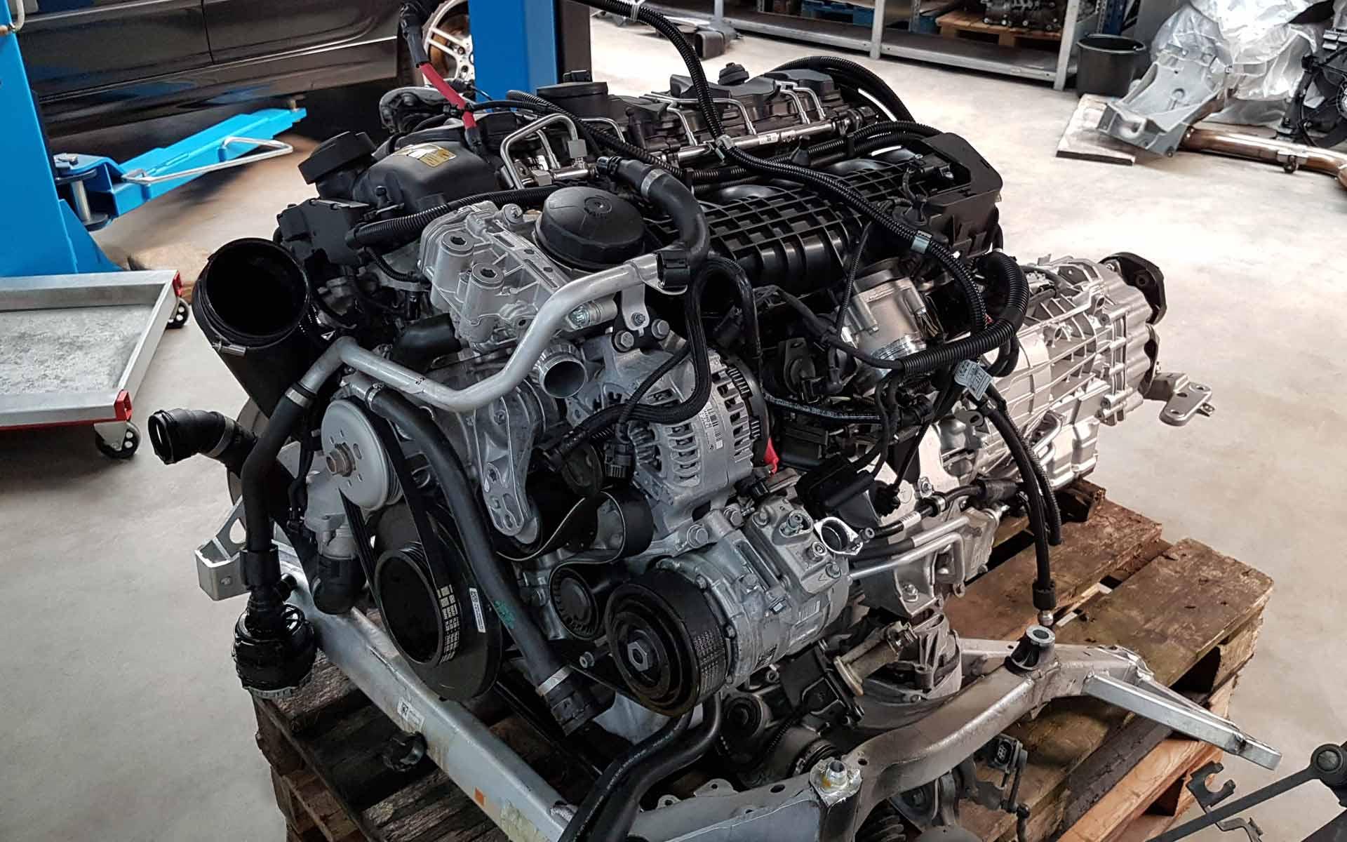 Der S55B30 von BMW im ausgebauten Zustand