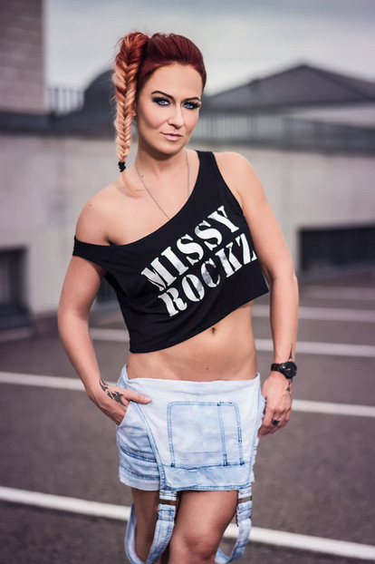 MISSY ROCKZ Crop Top schwarz One Shoulder Shirt schulterfrei bauchfrei Streetwear
