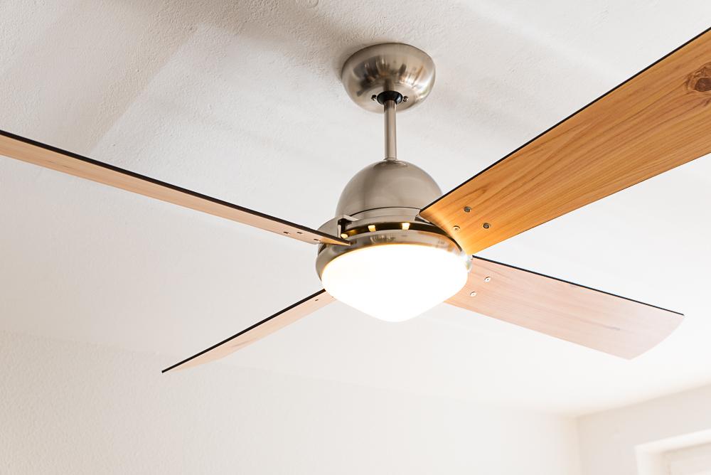 Ventilateur de plafond libeccio chrome bross de casafan for Ventilateur de plafond telecommande