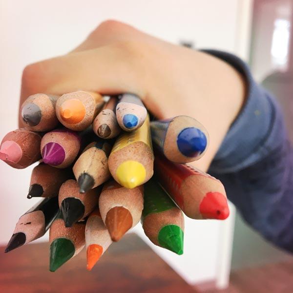 Ausmalbilder zum Ausdrucken bunte Stifte