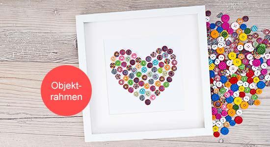Valentinstagsgeschenk Objektrahmen mit Herz aus Knöpfen