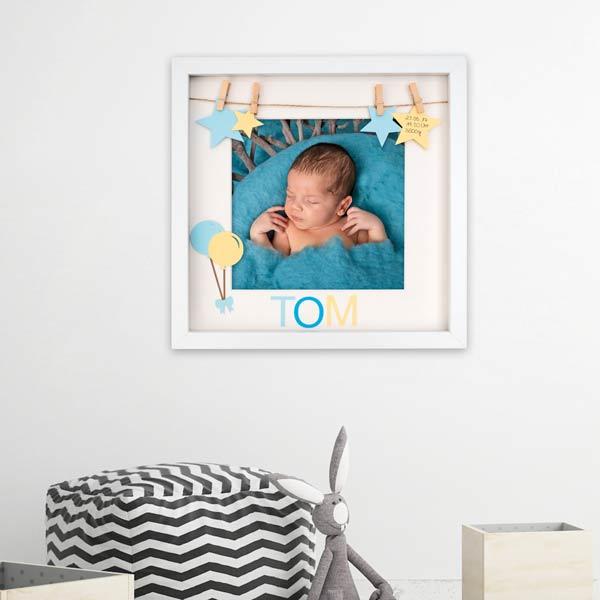 Baby-Bilderrahmen mit Erinnerungsstücken