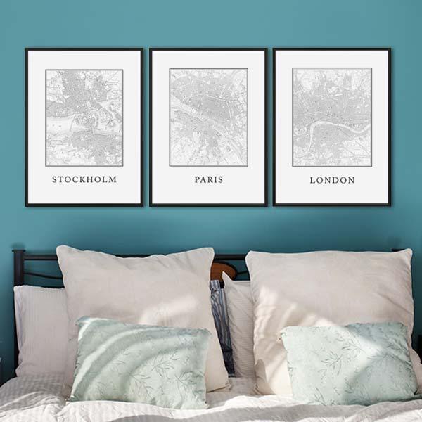 Bilderwand mit Postern im Schlafzimmer