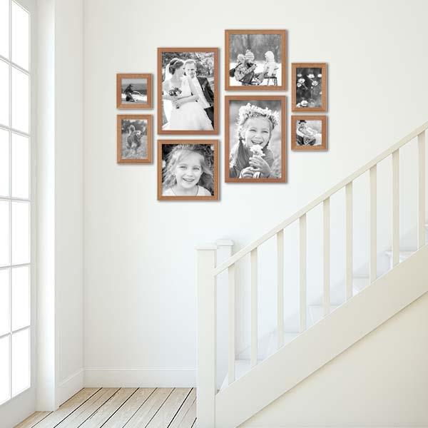 Bilderwand beim Treppenaufgang