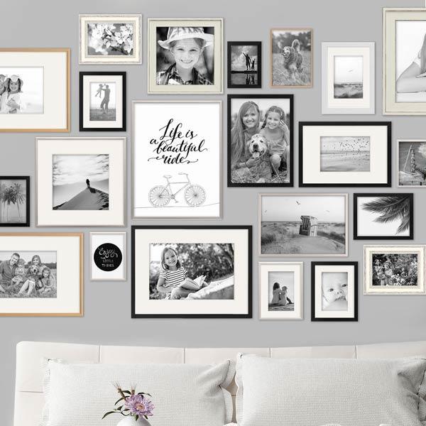 Petersburger Hängung mit schwarz-weiß Fotos