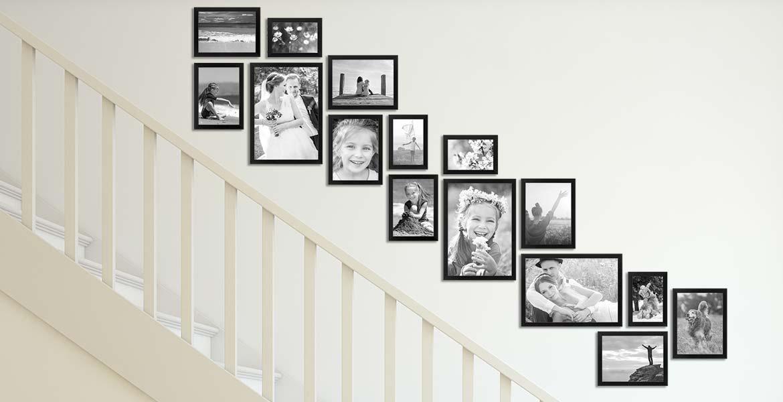 Treppenhaus gestalten mit Bilderrahmen schwarz
