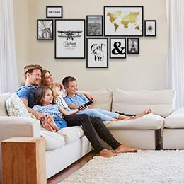 Wangestaltung im Wohnzimmer mit Posterrahmen
