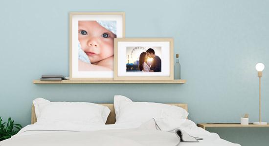 Wandgestaltung Schlafzimmer mit zwei Objektrahmen