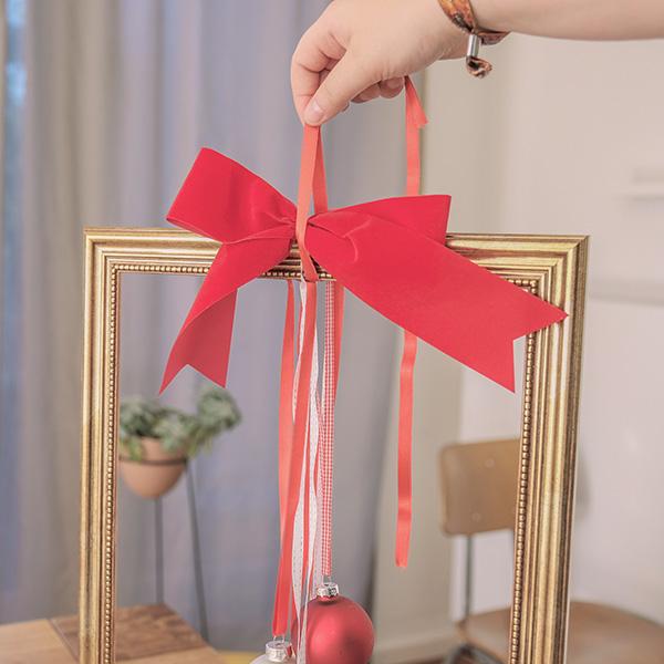 Weihnachtsdeko Christbaumkugel Schleife ausrichten