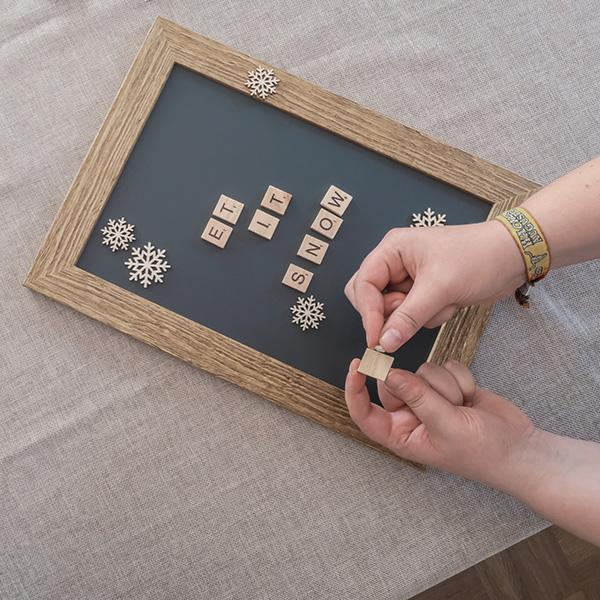 Weihnachtsdeko Schneeflocken Scrabble Steine aufkleben