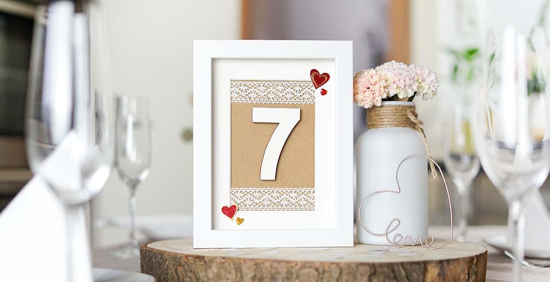 Hochzeitsdeko Ideen mit Bilderrahmen Tischnummer