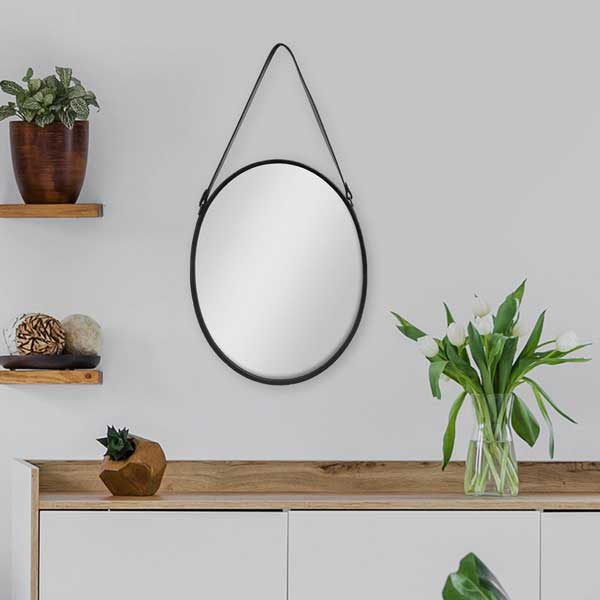 Spiegel oval mit schwarzem Lederband
