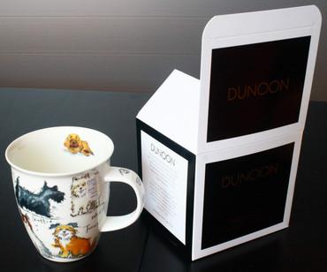 "Dunoon Kaffeebecher ""Nevis"" Messy Dogs inkl. Geschenkbox – Bild 1"
